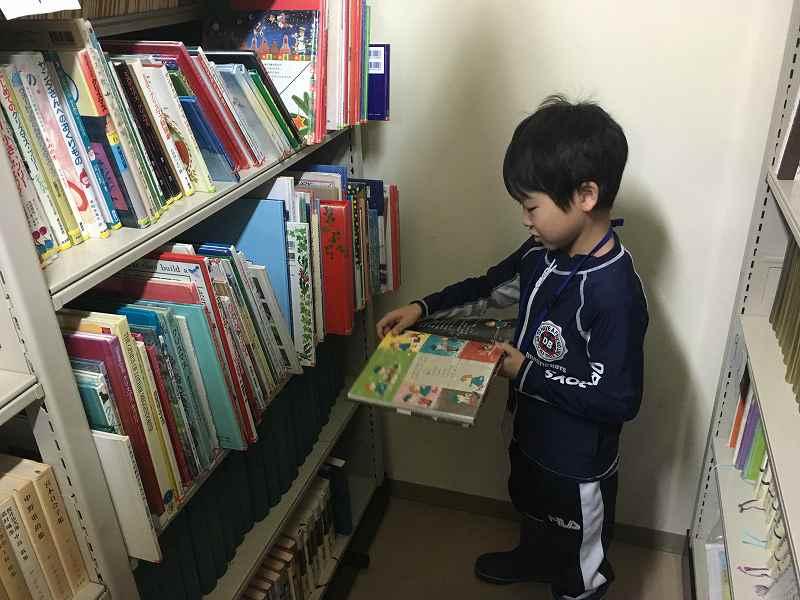 書庫で本探し
